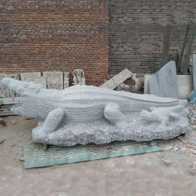 鳄鱼石雕,青石动物雕塑