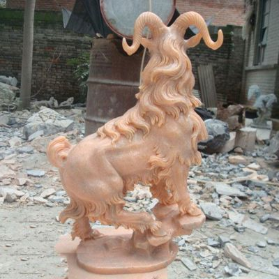 晚霞红公园景区动物山羊石雕