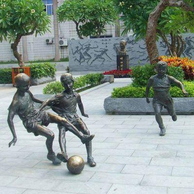 小孩踢足球雕塑,公园景观铜雕