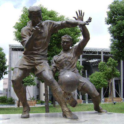 踢足球铜雕,公园小品铜雕