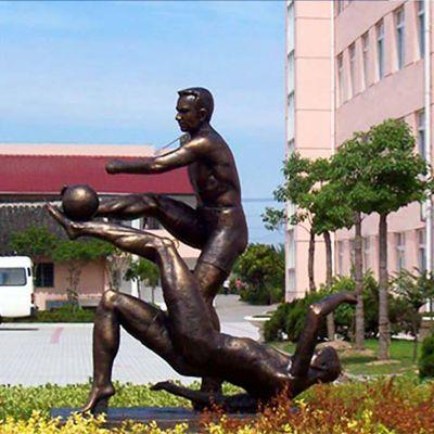 踢足球人物雕塑,广场小品铜雕