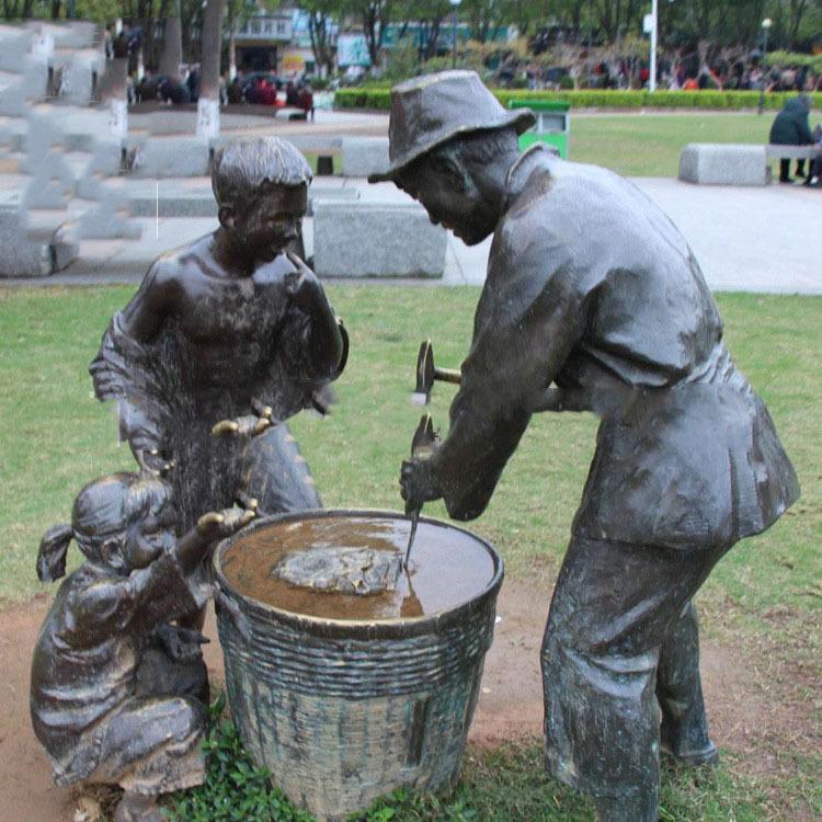 现货玻璃钢雕塑人物劳作雕塑户外民俗人物不锈钢雕塑商业美陈定制7975_wps图片