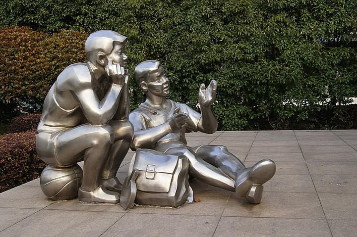 学生雕塑,不锈钢人物雕塑_wps图片