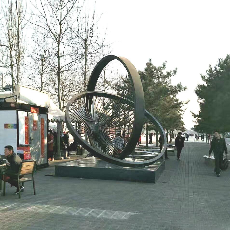 不锈钢抽象景观雕塑