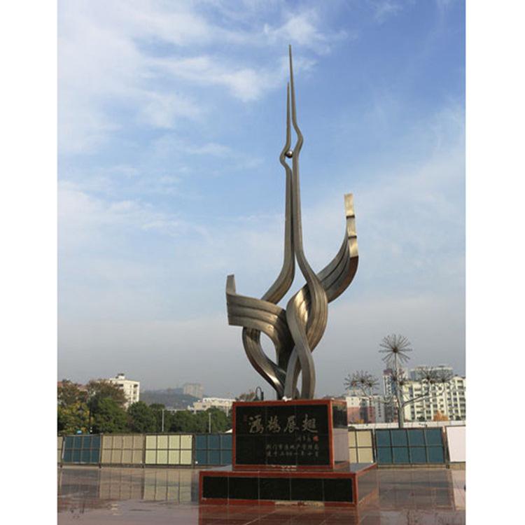 不锈钢大型展翅景观雕塑
