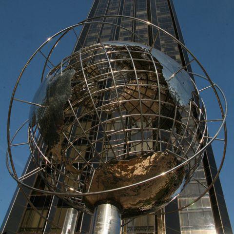 不锈景观镂空球雕塑